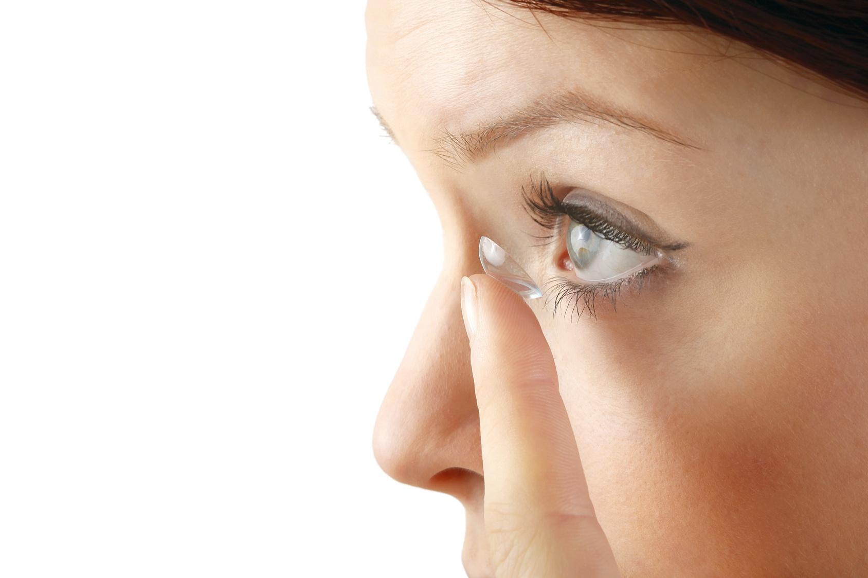 Lentilles de contact : lentilles VS lunettes